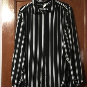 📸JUST IN📸 H&M Black & White Striped Button Shirt
